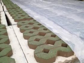 公园植草8字砖施工